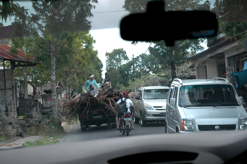 the road is filled with all kinds of transport, Ubud, Bali